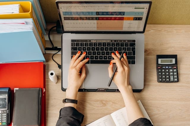 How I Manage My Finances To Save Time